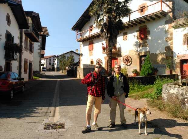 Camino con perros: Cuarta etapa Byron Entrando en Berroeta