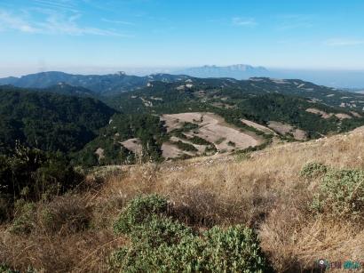 vistas subiendo: vemos la Mola y Montserrat
